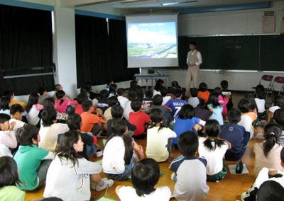 ホールで授業。
