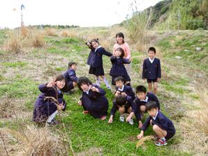 朝鮮初中級学校の先生と児童のみなさん。