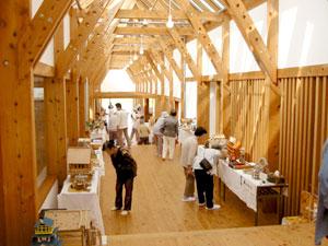 全長60メートルのコリドールに、257作品を展示。