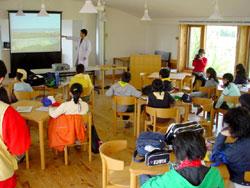 カフェテリアで講習。