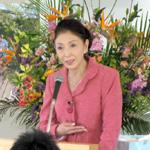 講演をされる安藤和津さん。