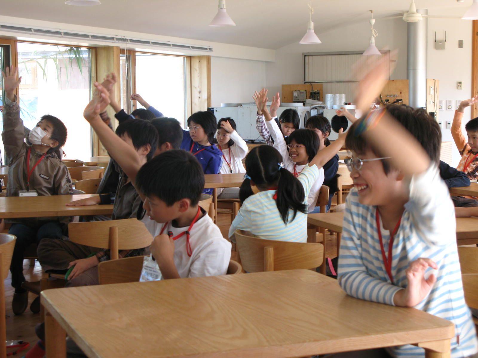 浜松科学館の理科教室「浜松サイエンスアドベンチャークラブ」の皆さん。